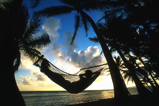 Hammock_against_setting_sun